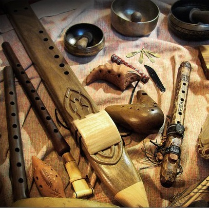 В честь празднования Дня Рождения студии приглашаем на праздничный класс «Йога нидры». 4 ноября в 17:00.